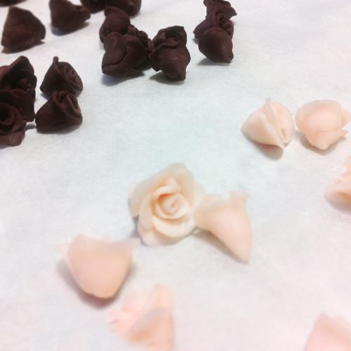 バラのカラフルなアクセサリーパーツ 1