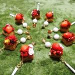 ミニケーキの「キラキラキーホルダー」と「イヤホンジャックアクセサリ」